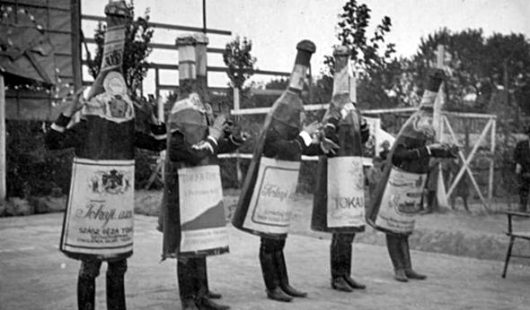 Mesélnek és nevettetnek: Tokaj régi boroscímkéi - Vinoport